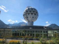 Ein unbemanntes Ufo in einer berührenden Landschaft. Der Jungfraupark in Interlaken – Wunder gibt es immer wieder